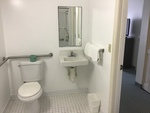 Accessible Single Queen room with roll-in shower Photo 2